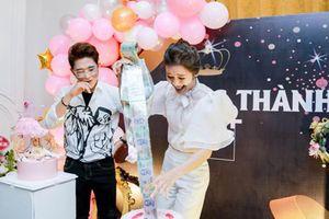 Choáng váng màn bóc quà sinh nhật của hotmom Sài thành: Đồ hiệu chất đống, vàng miếng đếm mỏi tay