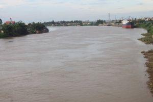 Va chạm tàu chở cát, tàu chở hơn 1.000 tấn xi măng bị chìm xuống sông Đào, Nam Định