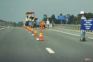 Cận cảnh các miếng vá trên cao tốc '34.000 tỷ mới làm đã hỏng'