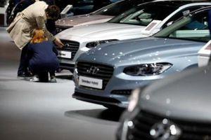Doanh số bán ô tô tại EU giảm 23.5% do quy định mới về khí thải