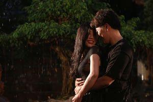 Nghe Minh Thu kể lại chuyện yêu xưa da diết trong MV 'Nụ cười dưới mưa'