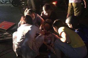 Vụ đâm gục người yêu cũ trên phố Bùi Thị Xuân: Nỗi đau của 2 người mẹ