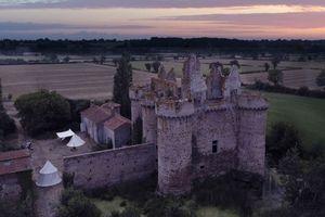 Sở hữu một phần lâu đài cổ tại Pháp với 58 USD