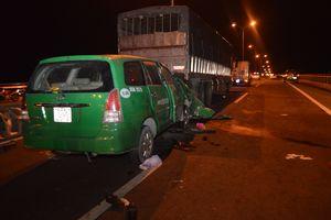 Taxi Mai Linh tông đuôi xe tải, 3 người tử vong tại chỗ