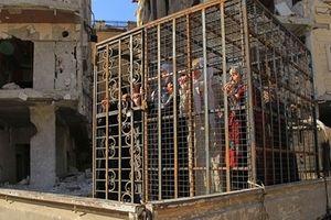 IS dàn hàng 700 dân thường Syria làm lá chắn sống