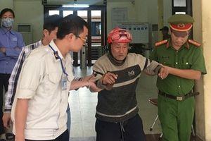 Đồn Công an đường sắt ga Hà Nội giúp đỡ cụ ông lạc giữa sân ga