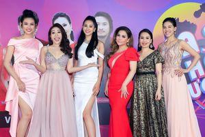 Hoa hậu Tiểu Vy rạng rỡ dự sự kiện cùng Nguyễn Thúc Thùy Tiên