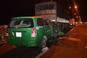 Taxi tông xe tải đang đậu trên cầu Cần Thơ, 3 người thiệt mạng