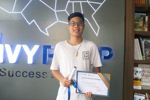 Chàng trai lớp 10 nhận học bổng gần 300 triệu đồng luyện thi bằng Tú tài Mỹ
