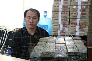 Giấu 198 bánh heroin trong máy xúc, ngụy trang bằng bùn đất