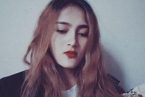 Thiếu nữ Ê Đê xinh đẹp thể hiện khả năng ca hát