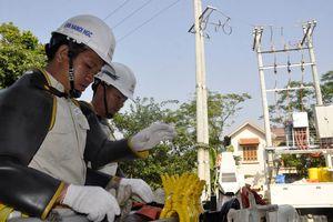 EVN HANOI ứng dụng công nghệ sửa chữa điện nóng hotline: Hướng tới phục vụ khách hàng tốt hơn