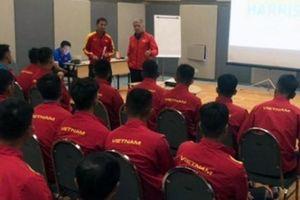 HLV U19 Việt Nam bất ngờ lên tiếng về trường hợp của Văn Hậu