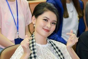 Á hậu Thùy Dung từng bị chê thẳng mặt 'nói chuyện tệ thế'
