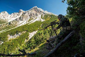 Kinh ngạc trường bắn trên độ cao 2.000 mét của lính bắn tỉa NATO