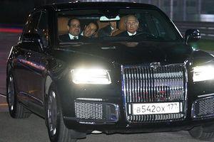 Tổng thống Putin lái limousine đưa Tổng thống Ai Cập đi trên đường đua