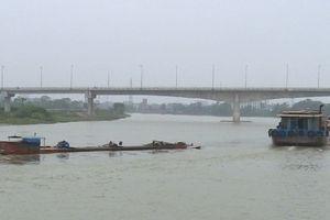 Tàu chở hơn 1.000 tấn xi-măng bị chìm trên sông, thiệt hại hàng tỷ đồng