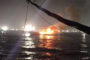 Nổ tàu cá trong đêm, 14 người thương vong tại Quảng Ngãi