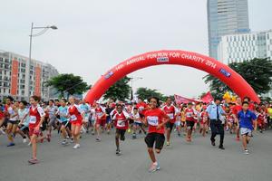 Đại sứ Anh tại Việt Nam chạy bộ gây quỹ từ thiện