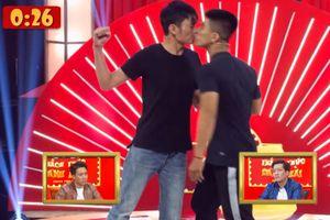 Cặp thí sinh nam bạo gan 'khóa môi' ẵm trọn 100 triệu đồng 'Thách thức danh hài'