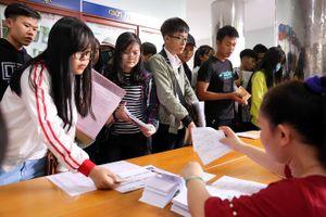 Gần 350 sinh viên có thể bị xóa tên vì thiếu bằng tốt nghiệp THPT