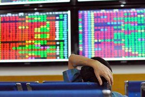 Cổ phiếu đồng loạt giảm sâu, chứng khoán tiếp tục trượt dốc