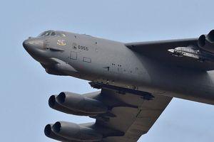 Mỹ tung 2 máy bay ném bom B-52 áp sát 'các hòn đảo tranh chấp' trên Biển Đông