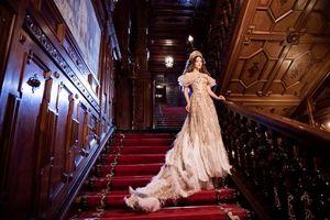 Lý Nhã Kỳ kiêu sa với đầm mang phong cách Hoàng gia