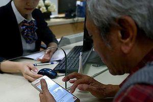 Ngân hàng cắt giảm hàng loạt phí giao dịch