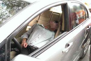 Có nên đóng cửa, bật điều hòa trên ô tô để ngủ qua đêm?