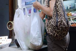 Nhật Bản buộc người tiêu dùng trả tiền khi sử dụng bao nylon ở siêu thị
