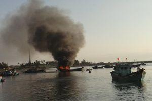 Tàu cá phát nổ trong đêm làm 1 người chết, 13 người bị thương