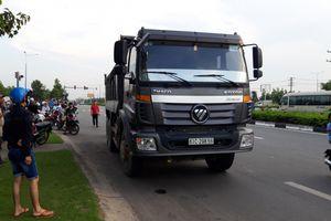 Bình Dương: Xe máy bị xe ben cán nát, một người tử vong