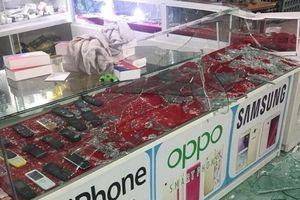Nam Định: Nhóm đối tượng điên cuồng đập phá cửa hàng điện thoại
