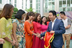 Bộ trưởng Trần Hồng Hà chung vui với lao động nữ ngành TN&MT nhân ngày 20/10