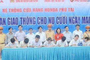 Hà Tĩnh: Hơn 15.000 học sinh ký cam kết chấp hành Luật Giao thông đường bộ