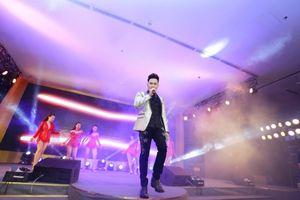 Ca sĩ Nguyên Vũ cùng Hồ Ngọc Hà cháy hết mình tại sự kiện ở Hà Nội