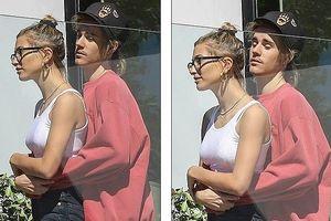 Justin Bieber ôm bạn gái tình cảm khi đi tìm mua nhà ở Los Angeles