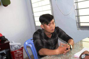 Nam thanh niên đi đường mang theo còng và thẻ công an nghi giả ở Tiền Giang