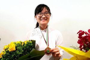 Dành cú đúp huy chương, Nguyễn Phương Thảo được nhận Huân chương Lao động
