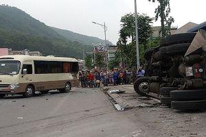 Xe tải…văng vào nhóm công nhân, 3 người thương vong