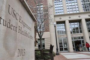 93 người kiện bác sĩ phụ khoa đại học Mỹ quấy rối tình dục