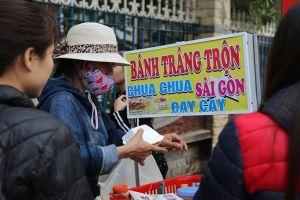 Phạt tiền nếu không dùng găng tay bán thức ăn từ ngày 20.10: Đừng để quy định cho có!