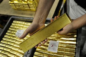 Giá vàng hôm nay 19/10: FED quyết tăng lãi suất, giá vàng tiếp tục neo cao dù đồng USD tăng mạnh