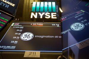 Dow Jones mất hơn 300 điểm khi nhà đầu tư rút tiền khỏi chứng khoán Mỹ
