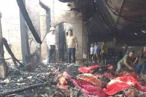 Nghệ An: Cháy cửa hàng chăn ga thiệt hại hàng tỉ đồng