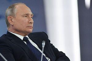 Putin kể chuyện các vệ sỹ ăn phô mai và 'thử' rượu vang biếu Tổng thống