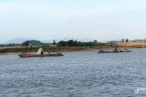 Người dân phản ánh tái diễn nạn 'cát tặc' trên sông Lam