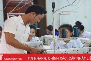 Bí thư đoàn tạo việc làm cho hàng chục lao động nữ Đông Yên