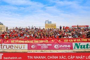 Dư âm play-off: Áo cờ Tổ quốc và niềm tin của người Hà Tĩnh yêu bóng đá